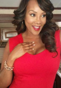 Vivica Fox wearing the rose gold Link bracelet